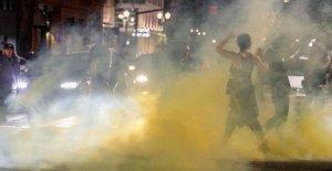 Portland manifestantes crear su propio 'autonomous zone por el lanzamiento en tiendas de campaña, la reconstrucción de las barricadas retirado por la policía
