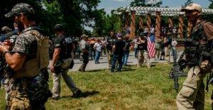 'Quemar la bandera engaño' chispas de extrema derecha, de 4 de julio de rally
