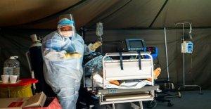 Sudáfrica reimposes prohibición de licor en medio de coronavirus de sobretensiones para liberar espacio hospital