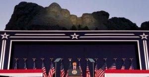 Trump, en las ardientes Monte Rushmore dirección, condena la subida de la extrema izquierda fascismo, pide a los Estadounidenses a levantarse