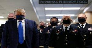 Trump lleva la máscara de la cara en público por primera vez durante la pandemia de coronavirus
