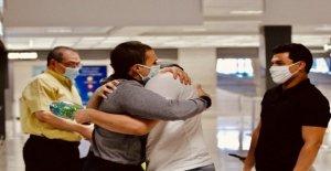 Un estudiante americano encerrado en la prisión durante más de un año sin juicio es liberado, vuelve a NOSOTROS