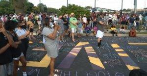 Vándalos alterar Negro Vidas Importan mural de las afueras de Chicago a decir Todas las Vidas Importan'