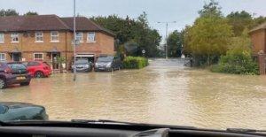 Casas inundadas después de que el agua principal ráfagas