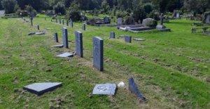 De tumbas de guerra dañado en el Cementerio de la Ciudad de Belfast