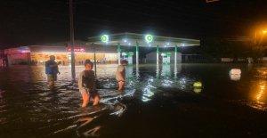 El huracán Isaias toca tierra en Carolina del Norte
