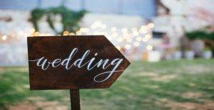 Groomzilla crea estricto de la boda vestido de código para los huéspedes, las prohibiciones 'antinatural pelo teñido,' zapatos planos