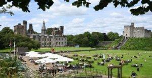 Grupos de hasta 30 ahora puede satisfacer al aire libre en el país de Gales