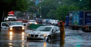 Isaias slams Filadelfia, desencadena una gran inundación a lo largo de Schuylkill River como barcaza acuñada bajo el puente