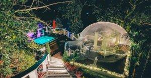 La burbuja de la casa tiene vistas de la naturaleza y películas bajo las estrellas, las imágenes revelan