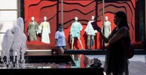 La fábrica de China de salida plana, ventas al por menor desliz en julio