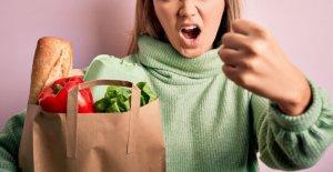 La mujer se niega a usar la máscara en Long Island supermercado, arroja vicioso insultos al empleado de cumplimiento de la regla