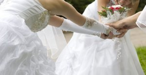 La novia del primo intenta estafa de recepción libre por haber palacio de justicia de la boda en el mismo día