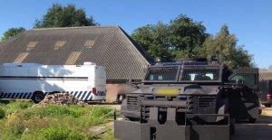 La policía holandesa descubrir la Holanda de mayor laboratorio de cocaína en la antigua escuela de equitación, la detención de 17 sospechosos