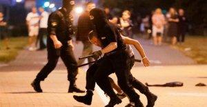 La policía, los manifestantes chocan después de Belarús voto presidencial