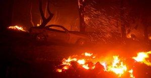 La propagación de los incendios forestales en el Oeste, el Lago de fuego de las fuerzas de las evacuaciones