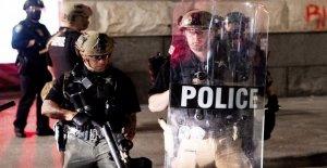 Los manifestantes destrozan, prendieron fuego a Portland de Policía de la oficina de la Asociación: la policía