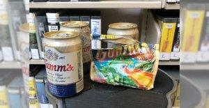 Oculto alijo de cerveza, goma de mascar, descubrió detrás de la estantería del panel en Washington de la biblioteca después de más de 30 años
