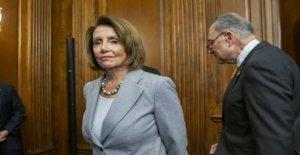 Pelosi llamadas a los miembros del Capitolio para considerar USPS legislación, llama a la oficina de correos de la Elección de Central  en medio de coronavirus