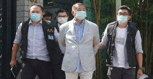 Periódico de Hong Kong votos para 'luchar' después de la detención del magnate de los medios de comunicación