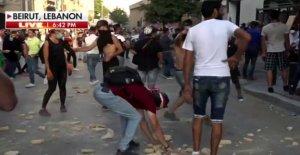 Policía y manifestantes se enfrentan en Beirut: Fox News' Trey Yingst informes en medio de disparos de armas de fuego, gases lacrimógenos