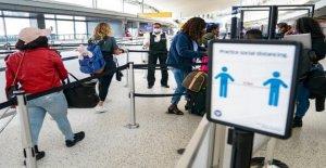 Cuomo reemplaza difícil NY restricciones de viaje con COVID-19 pruebas de mandato