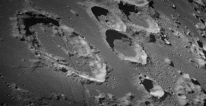 La NASA confirma que el agua ha sido visto en el iluminadas por el sol de la superficie de la luna