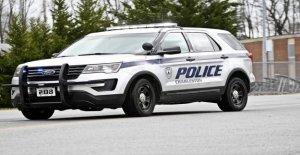 Policía le disparó en la cara en Charleston, W. Va., 1 sospechoso en custodia, los informes dicen que