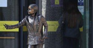 Greta Thunberg estatua en la universidad del reino unido chispas contragolpe, etiquetados como 'la vanidad, el proyecto