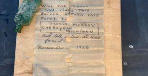 El capitán del barco de Michigan encuentra un mensaje de 95 años en una botella :' Todos estábamos en shock'