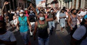 Biden elogia a manifestantes cubanos después de que el presidente de Cuba acuse a EE.UU. de financiar a manifestantes
