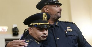 Los oficiales de policía cortan a través del juego con relatos desgarradores de la defensa del Capitolio