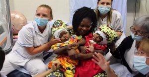 Los gemelos siameses con fusionados cráneos separó con éxito en el concilio Vaticano hospital, los doctores dicen que