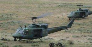 NOS helicóptero militar de tiro en ejercicio de entrenamiento