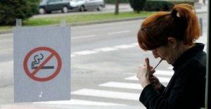 Región española que prohíbe fumar más de Covid-19 de riesgo